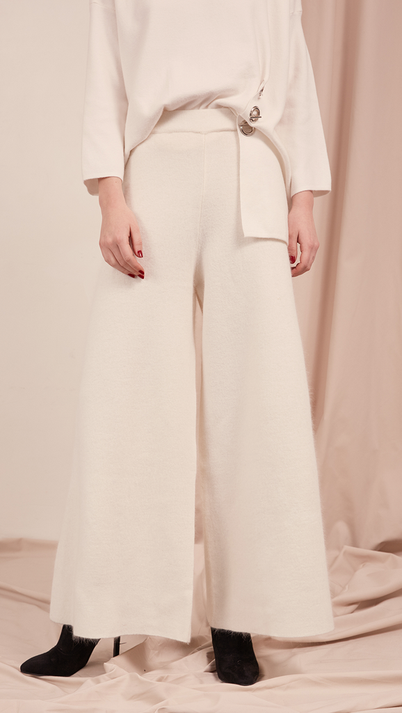 The Hari Pant is off white wide trouser sit high on the waist with an elasticated ribbed Angora knit trim. Wide leg cut. No pocket. Warm and super soft wool fabric. Relaxed fit. Particularly wide hem.