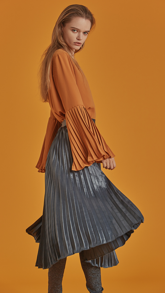 The Valette Skirt is a breezy A-line pleats skirt with flattering edge. With a concealed zip fastening closure at waistband, midi length skirt, fully lined.