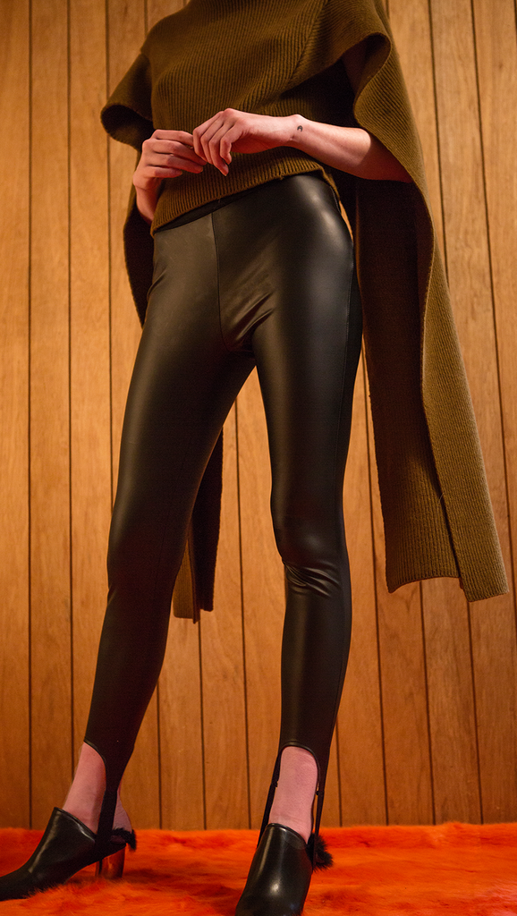 The Keri in stretchy leather legging pant. With a strap at ankle, elasticated banding at waist. Slim fit. Fleece-lined.