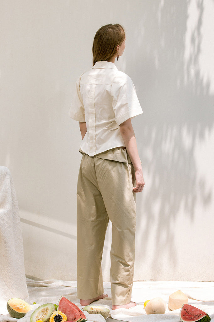 The Lassie Pant in beige featuring elastic waistband, two slant pockets. Lightweight.