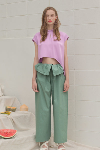 The Lassie Pant in pale green featuring elastic waistband, two slant pockets. Lightweight.