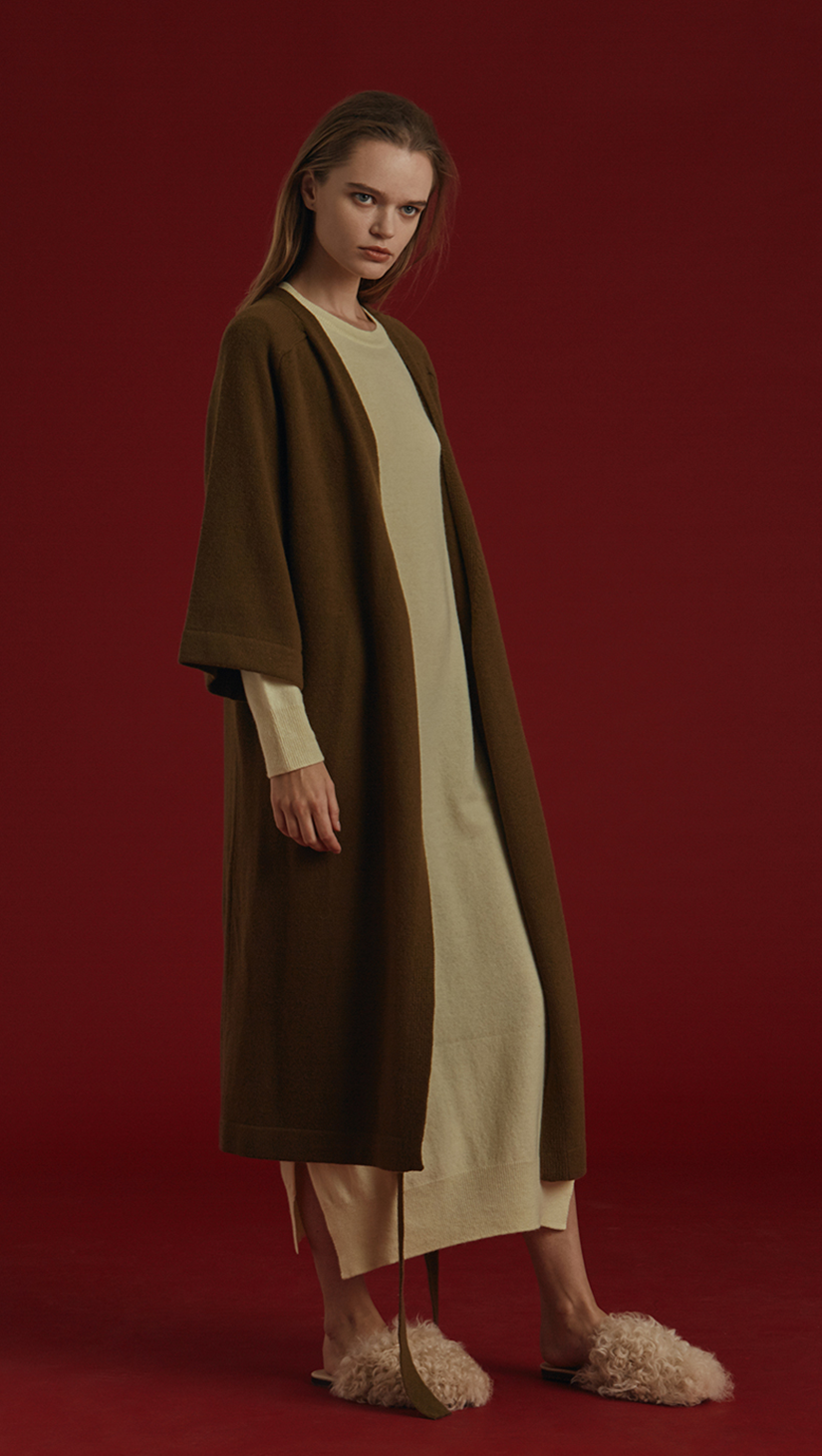 Oversized long sweater coat in khaki felted 100% wool. Long dolman sleeves, open front, drop shoulder, no pockets. Roomy fit. Detachable tie with buttons. Handmade.
