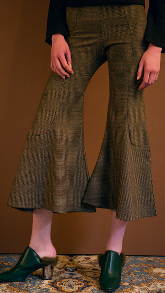 The Helena Pant is brown houndstooth wide trouser sit high on the waist with an flared hem. Concealed zip closure along side. Wide leg cut. No pocket. Slim fit. Particularly wide hem.