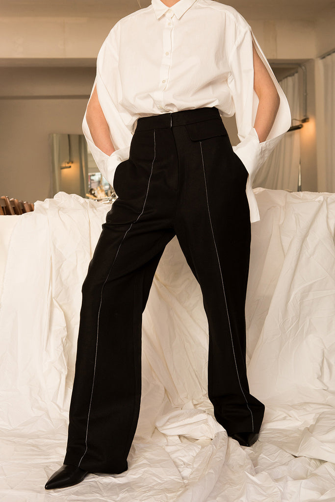 The Márjon Pant, featuring slant two pockets, zip fly with hook-and-bar closure. High rise. Wid-leg silhouette. High-rise. Particularly long in length.