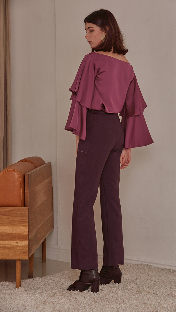 Rocha Pant in Wine. Two front pockets, zipper fly, tap closure. Styling in contrast white stitching. Straight cut, flare out hem. Cut for a slim fit.