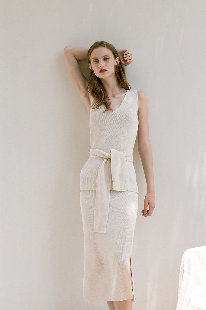 The Mikaela Top in lightweight knitted with V-neckline. Sleeveless. Detachable sash belt. Pull on.