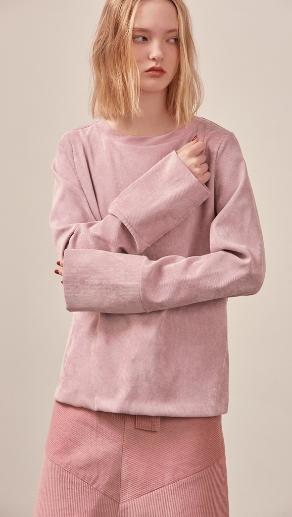 The Millar Top in matte pink corduroy. With long sleeves and it has a round neckline and a hidden back zip. Relaxed fit.