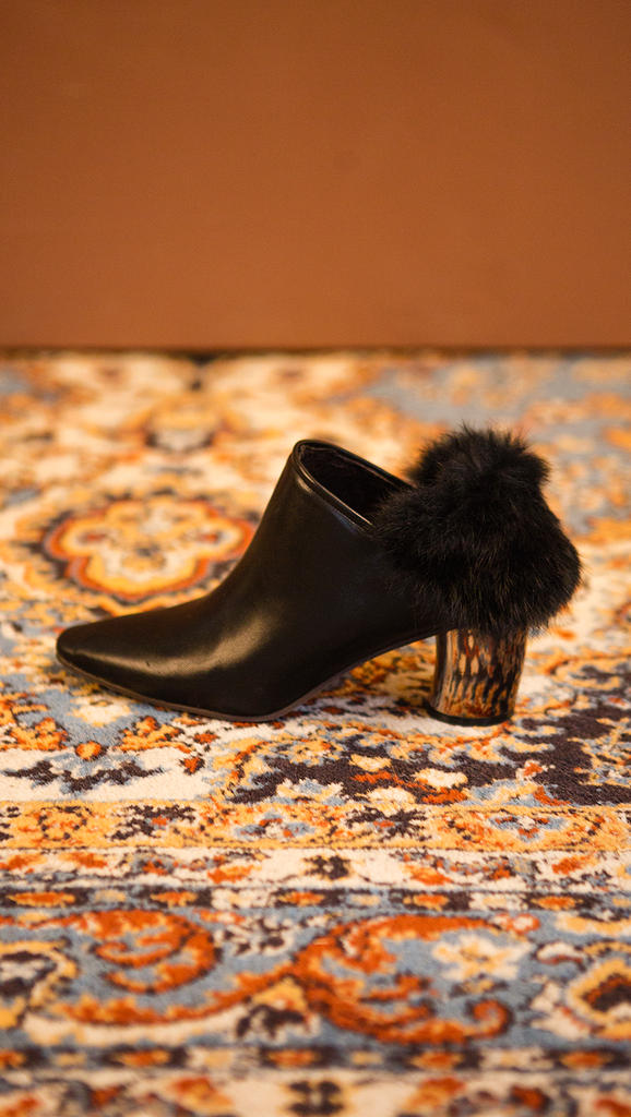 The Ravello Fur Mules in Black. Slide loafers with a pointy toe, padded leather foot bed and rubber soles. Slip on.