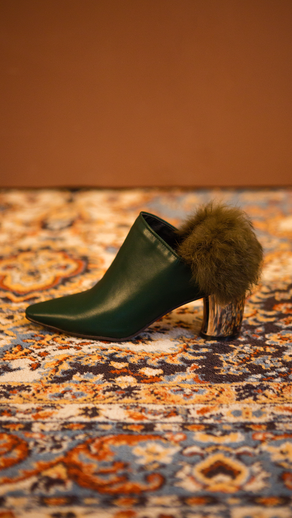 The Ravello Fur Mules in Green. Slide loafers with a pointy toe, padded leather foot bed and rubber soles. Slip on.