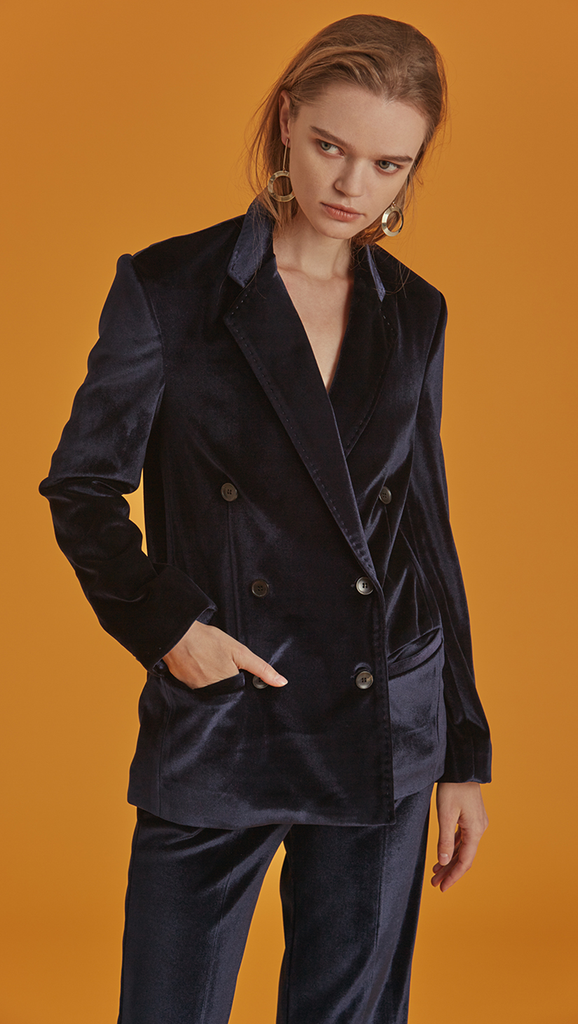 The Roberta Jacket is a slim blazer in Lustrous Navy. With a classic with notched lapels, long sleeves, double button placket, two welt pockets at lower front. Soft fine velvet. Straight hem and a standard fit.
