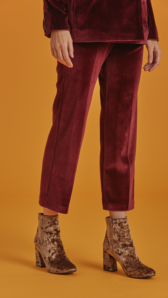 The Roberta Pant is high waisted, cropped trousers with creased front in Lustrous Bordeaux. Button and zip closure. Side welt pockets. Unlined.