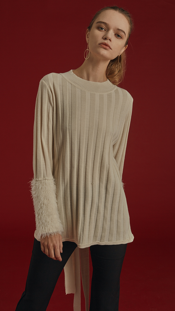 Rosendale Knit in Ivory. With a faux shearling cuffs in contrasted colour and button closing detail, backless with extra long self-tie closure. Open rib details. Designed to be slightly relaxed fit.