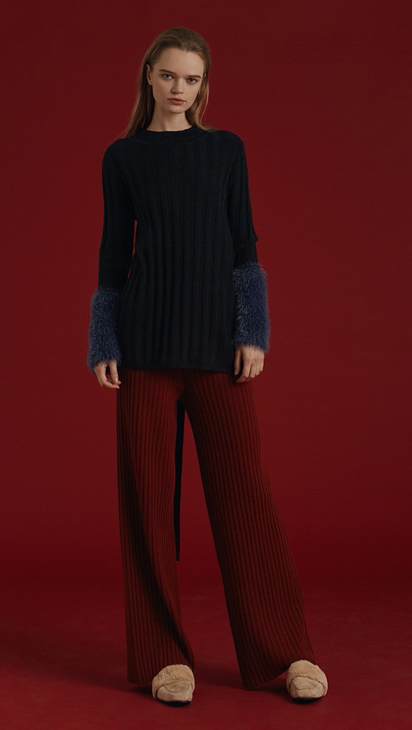 Rosendale Knit in Dark Navy. With a faux shearling cuffs in contrasted colour and button closing detail, backless with extra long self-tie closure. Open rib details. Designed to be slightly relaxed fit.