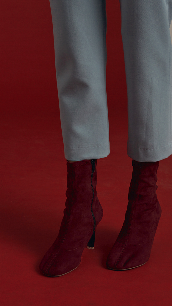 Stretch smooth suede fabric ankle boots in burgundy. Matching a thin stiletto structure in black with almond square toe. Zip fastening along side. Ankle length.