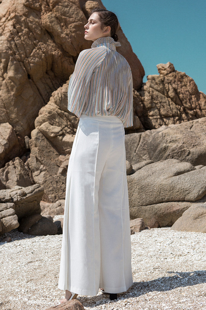 The Yulia Pant in white featuring wide-leg with gathered slits. Mid- rise. Centre-front concealed zip fly and hook closure. Particularly long in length. Partially lined.