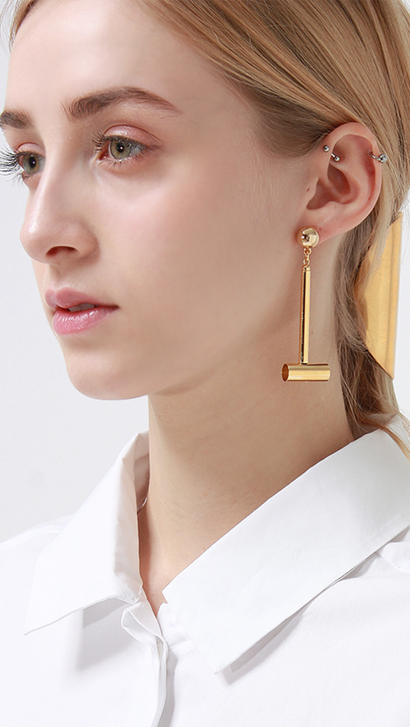 Vertical drop barbells earring. We love the simplicity of this door knocker.