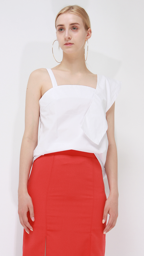 Yoshe Top, a lightweight top in White