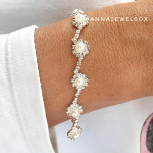 Delight White Pearl Diamante Crystals Sparkling Bracelet - AnnaJewelBox