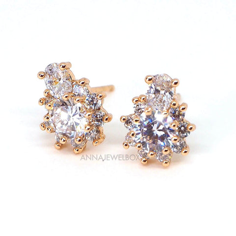 Queen Pineapple Sparkling Diamante Gold Stud Earrings