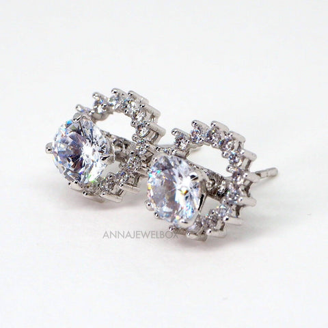 Image of Sparkling Silver Crystal Stud Earrings - AnnaJewelBox