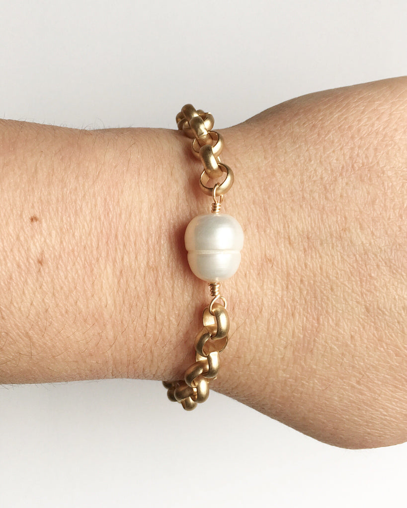 Pearl and Chunky Gold Chain Bracelet