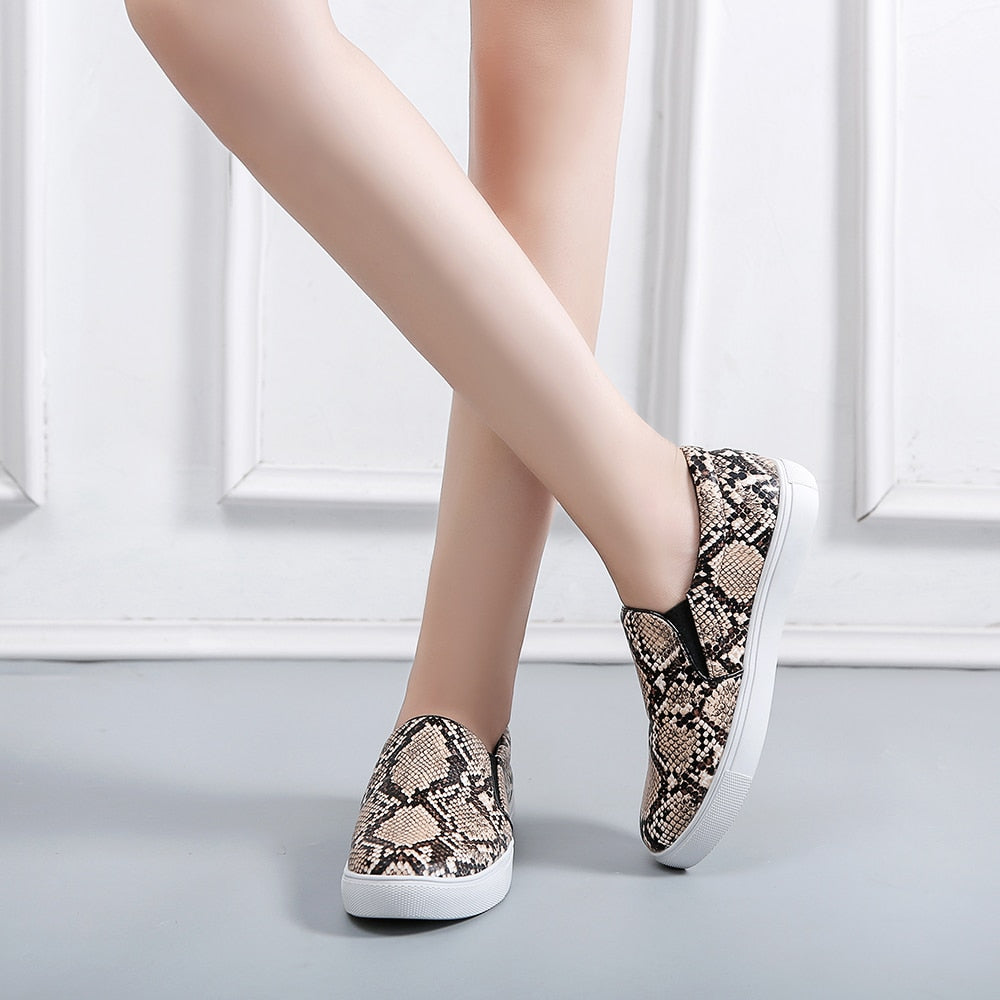 Fashion Women Flats Snake Print