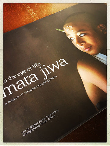 Mata Jiwa, Into the Eye of Life: A Memoir of Tenganan Pagringsingan
