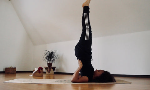 Schulterstand Yoga Pose