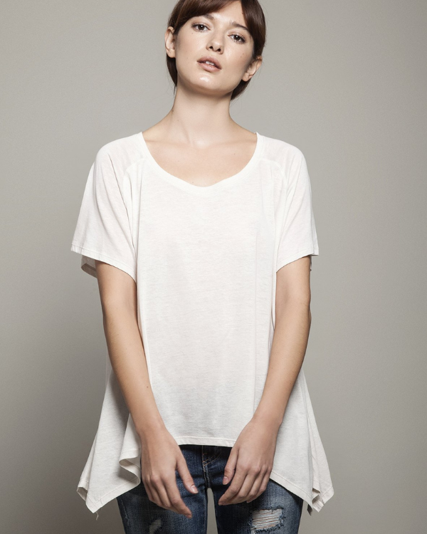 Asymmetric t shirt, off white colour, short sleeves, soft and comfortable cotton.