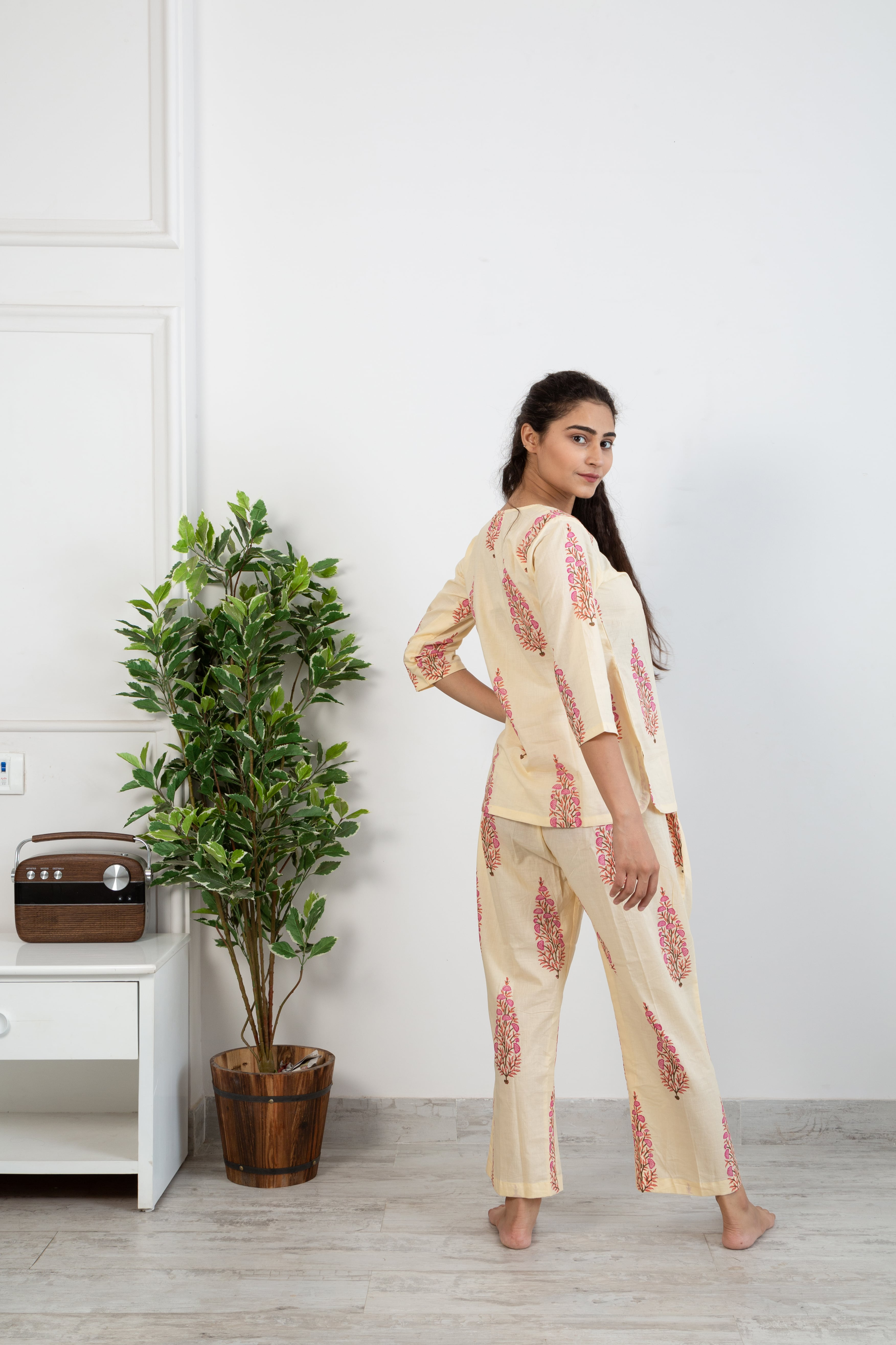 Creme gulabi butta Loungewear set