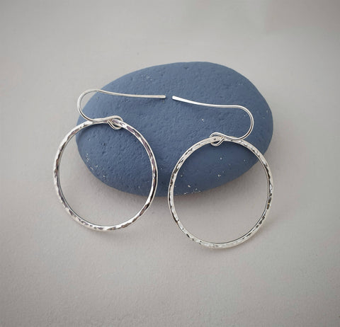 Hammered silver dangly circle earrings