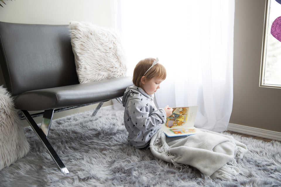 files/little-girl-under-a-blanket-reading.jpg