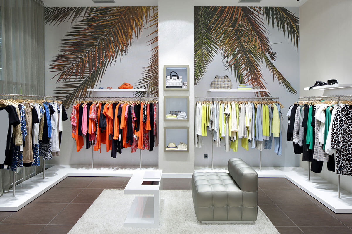 Palm-tree-wall-mural-in-retail-store