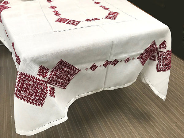 Embroidered Tablecloth Red/Black (83 x 56 in.)