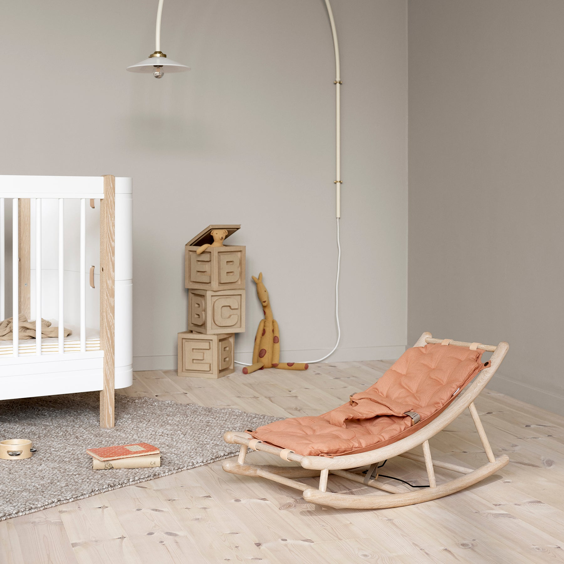Oliver Furniture Wood Baby- & Kleinkindwippe-karamell