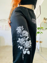Load image into Gallery viewer, Roses sweatpants