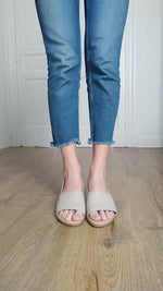 Video laden en afspelen in Gallery-weergave, Off White Beige Sandals