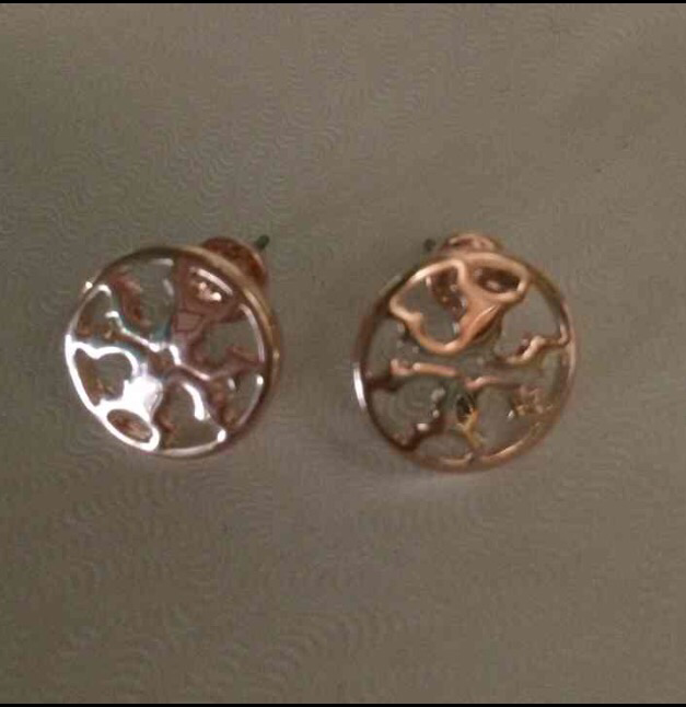 T rose gold earrings