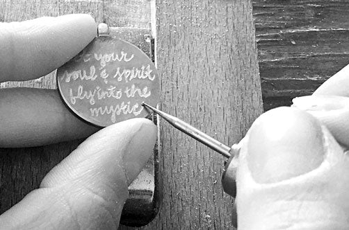 Engraving personalized necklace