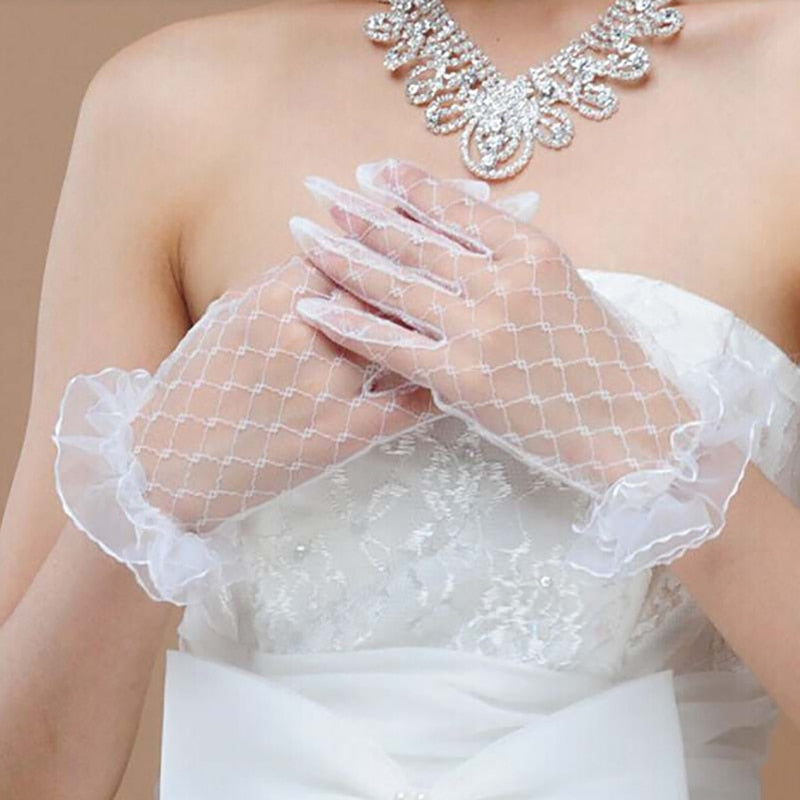Short Bride Wedding Gloves Beige Short Design Lace Gauze Transparent Women Gloves 2018 UV-Proof Summer Women Fishnet Mitten R5