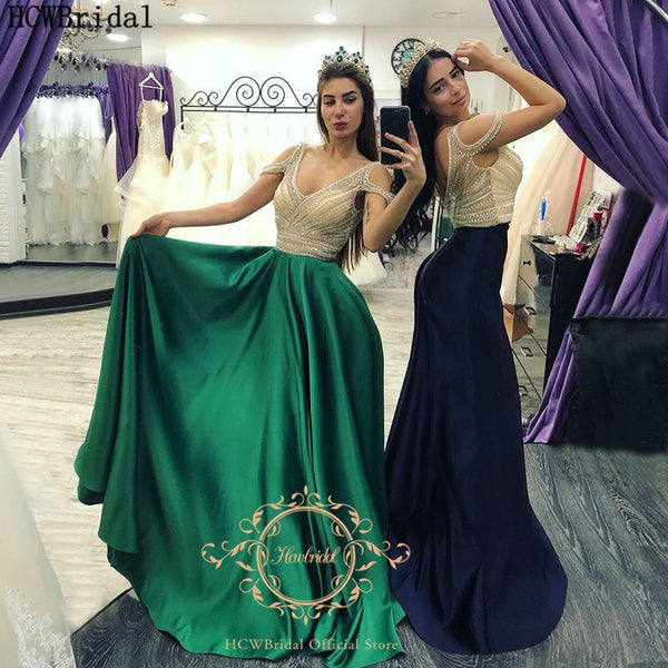 Chic Crystals Long Green Evening Dress V Neck Backless Plus Size Satin Saudi Arabic Women Prom Gowns Custom Made Pageant Dress