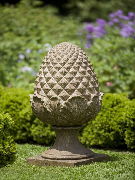 Williamsburg Grand Pinecone Garden Statue/Finial