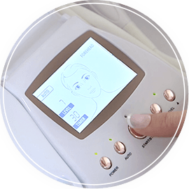 The simple-to-use LCD screen allows you to choose Auto Mode for beginners, Sensitive Mode for a gentler treatment or Manual mode for those more familiar with microdermabrasion.