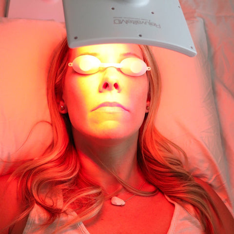 woman using red light therapy rejuvalitemd from trophy skin