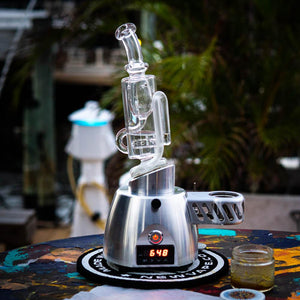 Tsunami Vaporizer lifestyle photo
