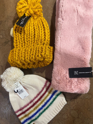 Load image into Gallery viewer, MACY'S Winter Accessories | Women's NWT/NWOT | 30 pieces - JOMAR WHOLESALE