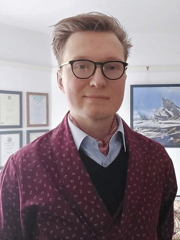 Cravat Club customer Dave from London wearing our SANTIAGO printed silk cravat lockdown at home