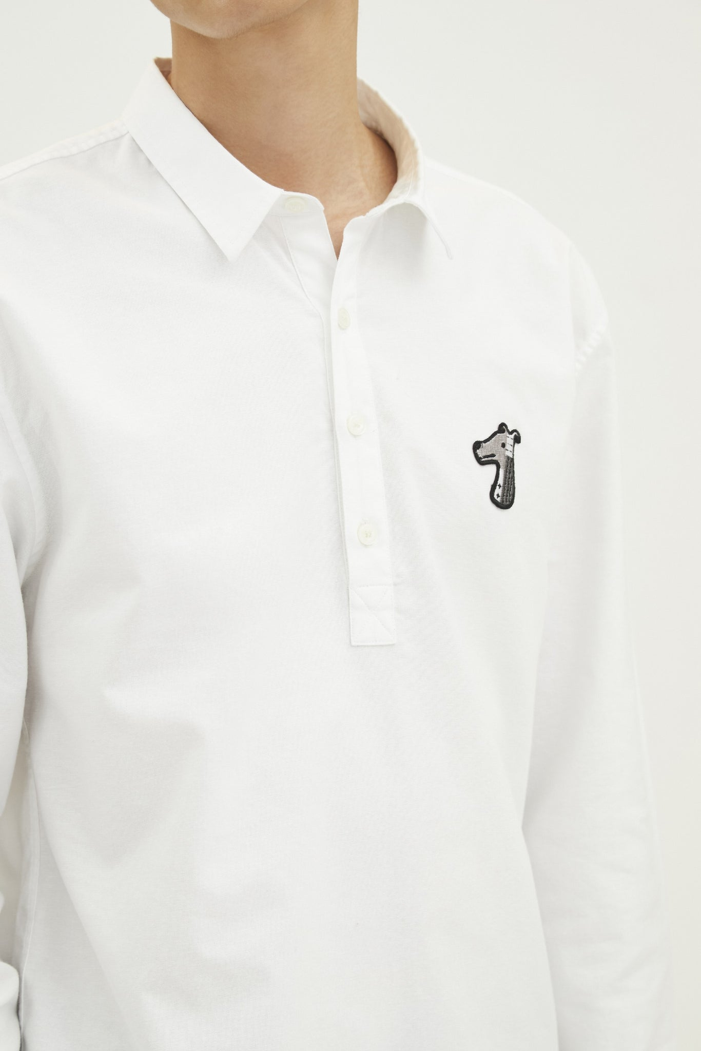 Load image into Gallery viewer, OXFORD REGULAR POPOVER SHIRT WITH LOGO EMBROIDED (S20MD01072WH1A)