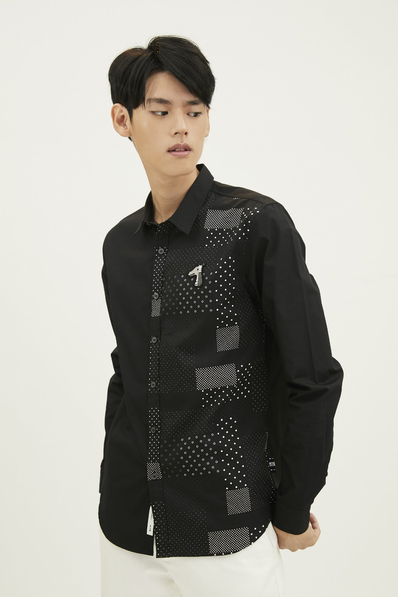Load image into Gallery viewer, MIXED FABRIC SLIM SHIRT WITH LOGO EMBROIDERED (S20MD01162BK1A)