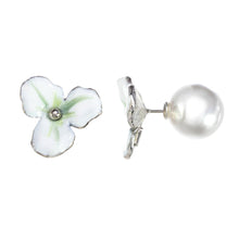 Load image into Gallery viewer, Small Flower Earring